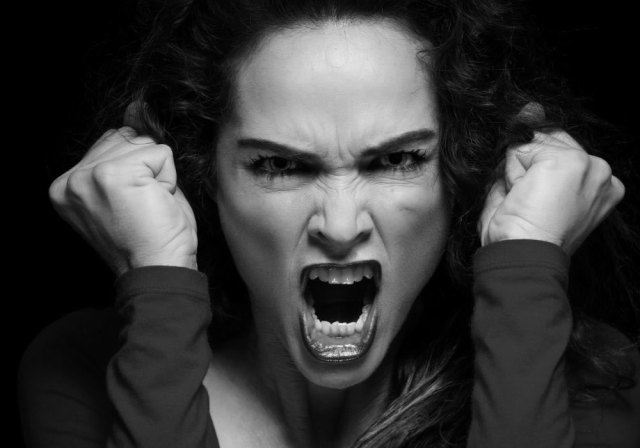 raged-woman-in-red-screaming